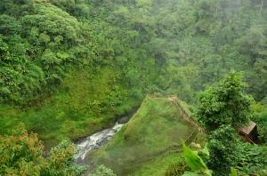 Cascada cerca de Pakson